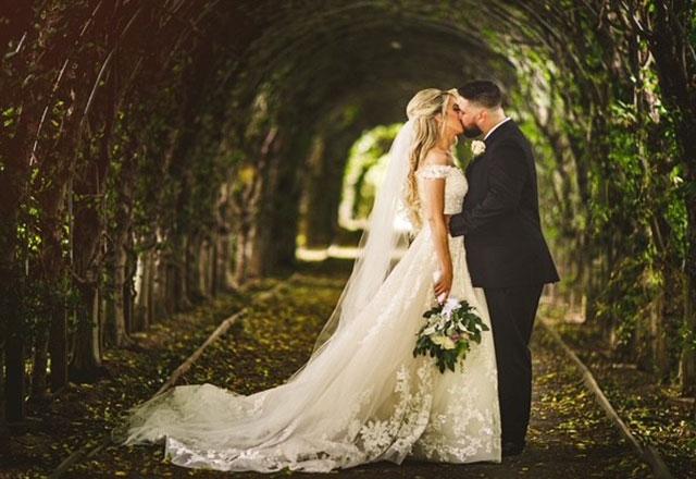 wedding tunnel kiss